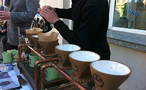 Bicycle Coffe Co. from San Francisco brewing fresh coffee on Torstraße. Photo: Berlinow