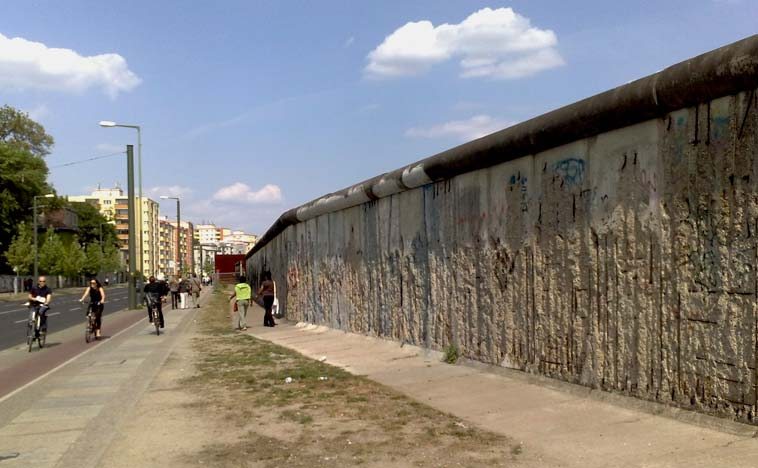 The remains of the Berlin wall at Bernauer Straße. Photo: Berlinow